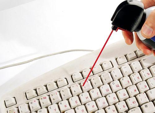 чистка клавиатуры баллончиком
